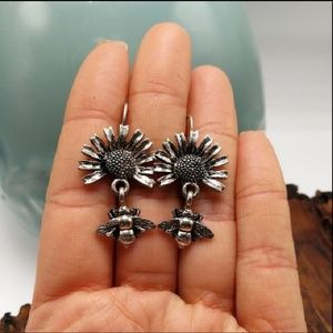 NWT Vintage doorknocker sunflower bee daisy silver